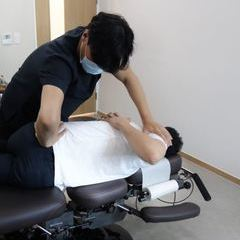 Stability & Mobility 는 근골격계 재활치료의 근본 개념입니다. Stability는 안정성 내지는 안정력, Mobility는 운동성과 운동력 등으로 번역할 수 있습니다. 척추 골반의 틀어짐, 인대 근육의 약화 등은 안정성이 떨어진 대표적 예입니다. 안정성이 떨어진 상태에서 과도한 움직임이 있을 경우 염좌, 파열, 골절 등의 상해를 입습니다. 골프 운동 초보자의 근막통, 척추 추간판 탈출, 교통사고 환자 분들의 신경계 긴장 등이 구체적 예입니다.